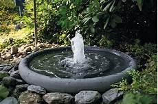 Garten Springbrunnen Aus Stein - stein gartenbrunnen steinbrunnen brunnen aus stein