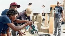arbeiten gegen die schwerkraft die integration asylsuchenden fl 252 chtlinge m 252 ssen