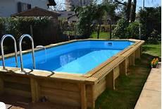 piscine semi enterrée en bois les piscines en bois en photo