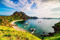 padar island tourism 2019 indonesia gt top places