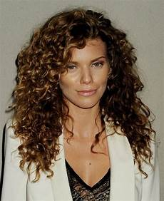 Easy Hairstyles For Medium Wavy Hair