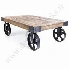 roue en fer pour table basse table basse vintage industrielle m 233 tal vieux bois avec
