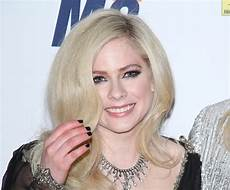 Avril Lavigne Made Carpet Appearance In
