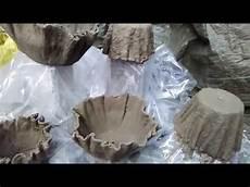 blumentopf aus beton blumentopf aus beton und t 252 cher draped cement planters
