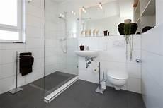 kleine fenster größer wirken lassen kleines bad meinhausshop magazin