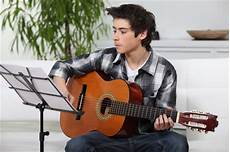guitar and singing 10 tips to learn singing and guitar at the same time expert articles