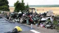 mort sur la route baisse de la vitesse sur la 171 route de la mort 187 on