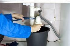 wie reinige ich meine waschmaschine aquastop ausgel 246 st 187 was k 246 nnen sie tun