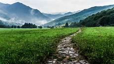 Gambar Pemandangan Jalan Gunung Bidang Padang Rumput