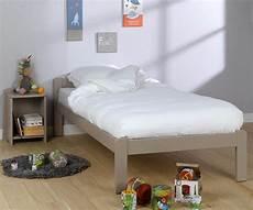 kinderbett beddy aus massivholz mit lattenrost und matratze