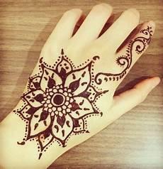 Gambar Shrlyawengg Berikut Dibawah Koleksi Gambar Henna