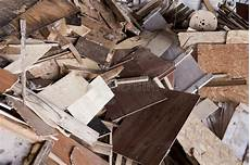 chute en bois photo stock image du dump plaqu 233