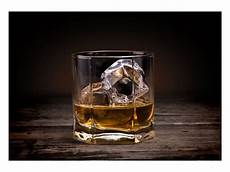 bild im glas elegantes whiskey glas bild sofort bei myposter bestellen