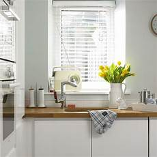 Kitchen Blinds On by How To Clean Venetian Blinds Clean Venetian Blinds