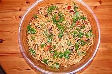 spaghettisalat mit pesto spaghettisalat mit pesto und mozzarella tillynilson