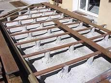 pose lambourde terrasse bois terrasse plot terrasse en bois