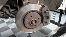 changer disque de frein clio 3 comment v 233 rifier les disques et plaquettes de freins