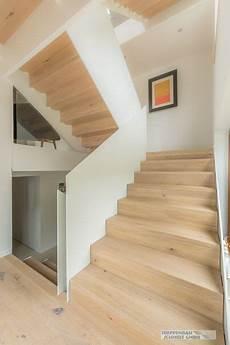 Treppe Mit Holz Verkleiden - treppe mit stahl wangen kombiniert mit holz haus in