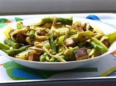 Grüner Spargel Mit Nudeln - gourmandises v 233 g 233 tariennes gr 252 ner spargel und kohlrabi