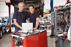 werkstatt einrichten jedes werkzeug am rechten einen werkstattarbeitsplatz in einer werkstatt einrichten