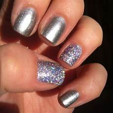design on thumb and ring finger cute manicures designs