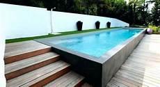 comment installer une piscine semi enterrée une piscine semi enterr 233 e dans jardin comment 231 a