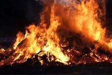 Gambar Api Unggun Kebakaran Fenomena Geologi
