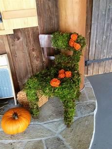 Deko Stuhl Garten - stuhl mit moos f 252 r herbstdeko mit juterosen garten