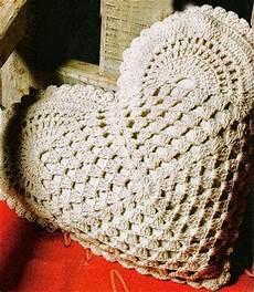 cuscino cuore uncinetto k g k b o u t i q u e cuori di san valentino