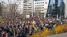 manifestation clermont ferrand manifestation pour le climat en images 2 100 jeunes dans