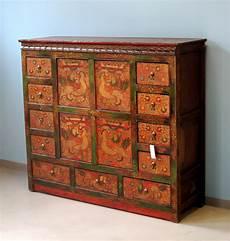 credenze tibetane latitudini mobili la collezione di mobili tibetani
