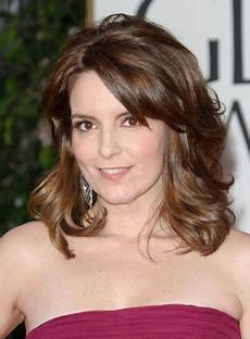 medium wavy hairstyles with highlights riot