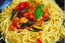 Spaghetti Mit Gemüse - spaghetti mit h 252 hnerbrust gem 252 se und basilikum angi25