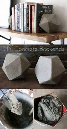beton deko diy diy geometric concrete bookends tutorial beton deko beton diy und basteln