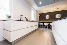 zweizeilige küche modern skandinavisches design moderne wohnk 252 che im alten