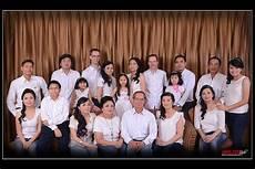 21 Tips Dan Contoh Pose Foto Keluarga Besar Di Studio