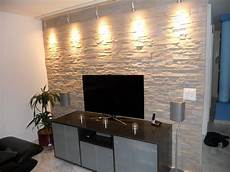 wohnwand stein wand wohnzimmer stein mit licht wandverkleidung stein