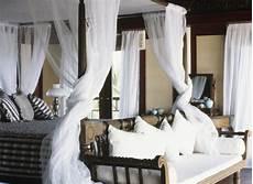 baldacchini per letti letto a baldacchino in legno idee di design per la casa