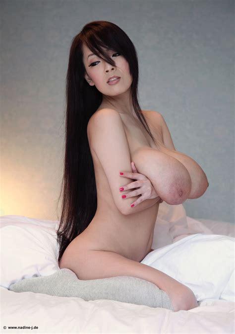 Busty Asian Hitomi Tanaka