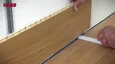 laminat verlegen anfang parkettboden an der wand montieren verlegeanleitung haro