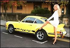 étagère originale model harriadnie beau drives a 1973 porsche in new