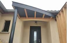 avant toit porte d entrée auvent moderne sur une porte d entr 233 e loire toiture fr
