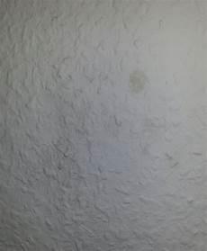 Dunkle Flecken Unter Der Tapete - feuchte souterrain wohnung schimmel bek 228 mpfen