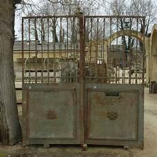 beau portail ancien de dimension avec 2 vantaux