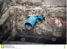 conduite d eau dans l 233 gout sale photo stock image du