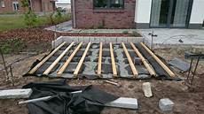holzterasse selber bauen unterkonstruktion mit platten unter vlies hausbaublog