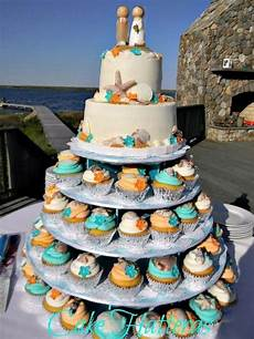 nice way to do cupcakes and have your cake too beach wedding cakes and cupcakes beach wedding