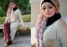 Jilbab Cantik Dan Modis Ala Eddies Adelia