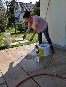 terrassenplatten verfugen leicht gemacht