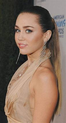 Miley Cyrus 32 Crazy And Beautiful Miley Cyrus Pictures And Photos